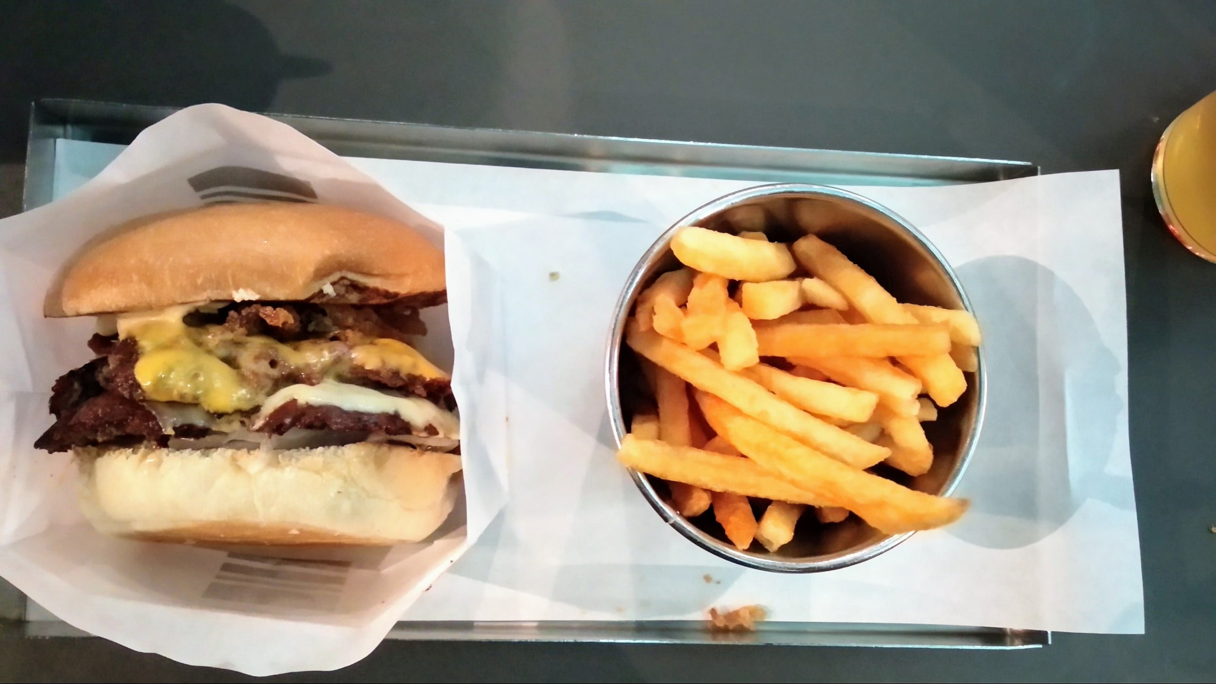 Guldburgaren – Bild från Phil's Burger Götgatan av Katarina D.