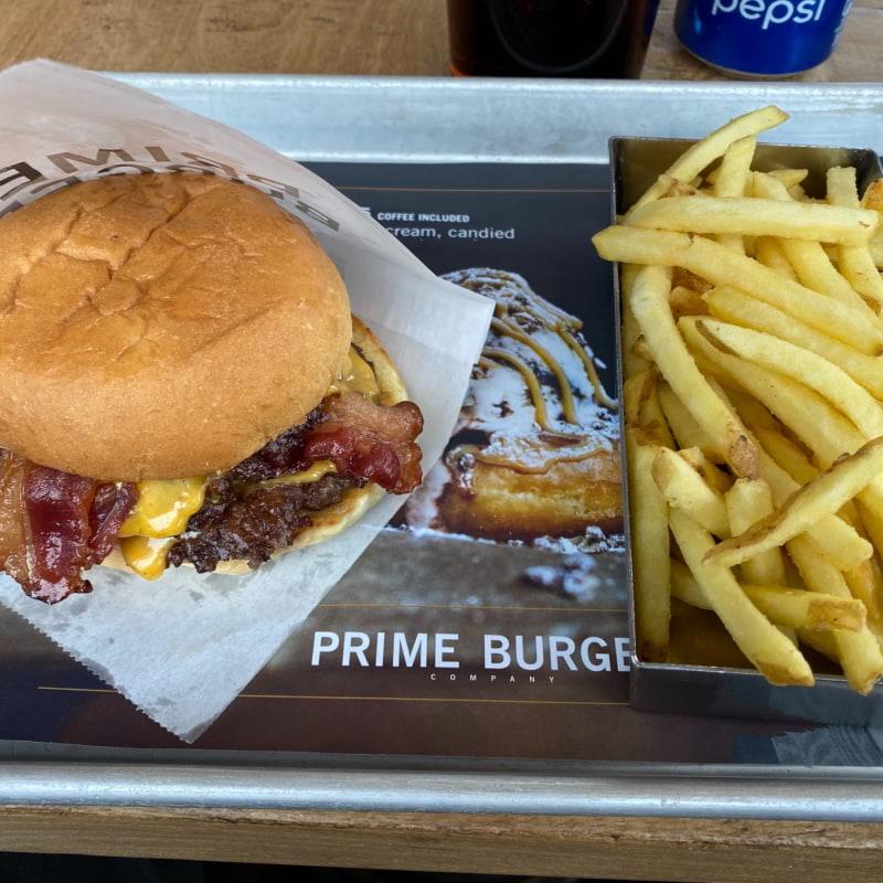 Mikes Cheede. Kött, bacon, ost. Vad mer behövs? 😄 – Bild från Prime Burger Company Sjöstaden av Peter B.