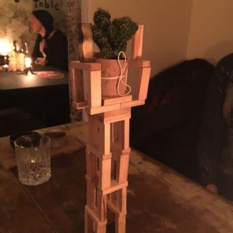 Förlängt vasen till kaktusen på bordet – Bild från Punk Royale av Adam L.