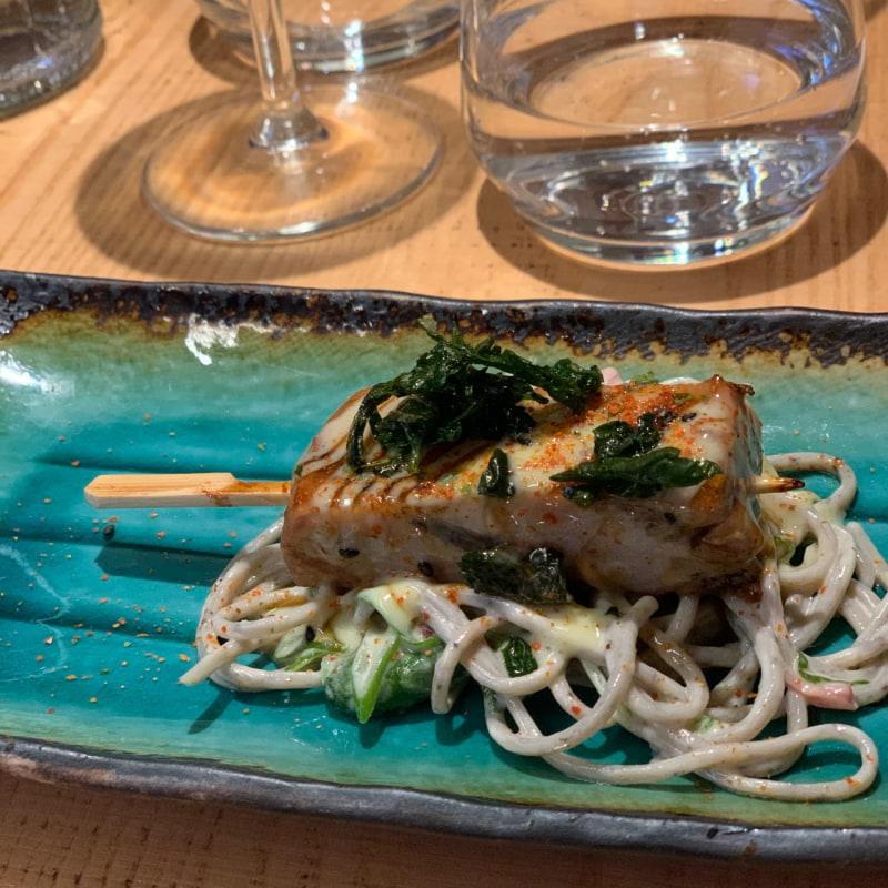Tonfisk på sobanudlar – Bild från Rawbata av Jenny Q.