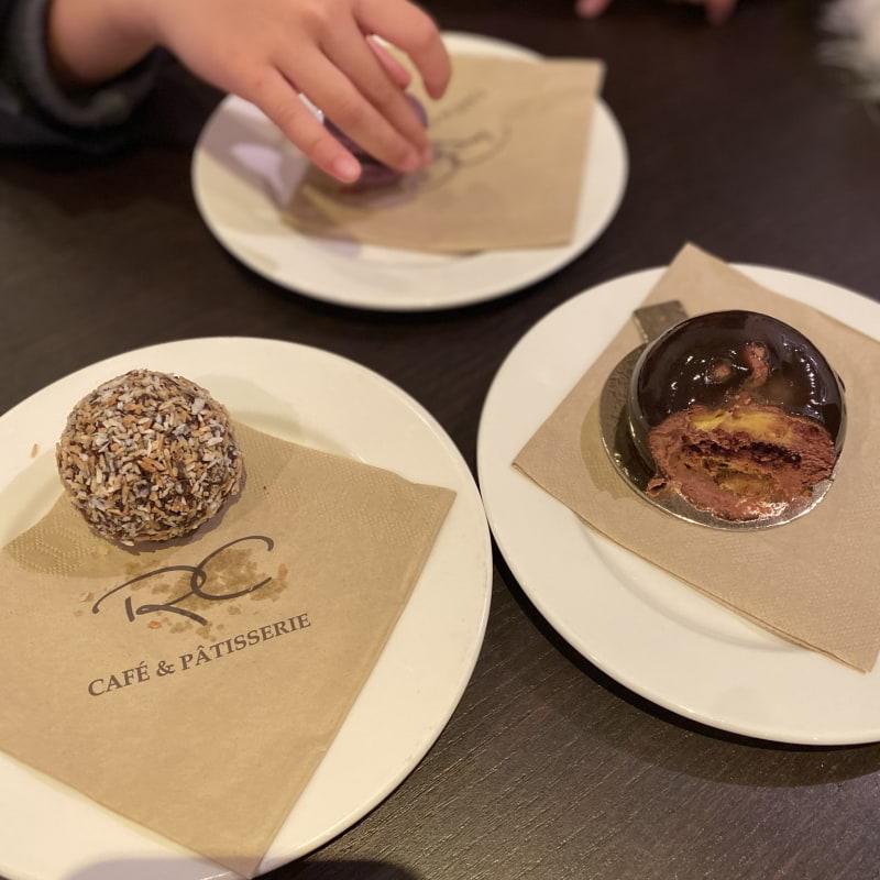 Passion bakelse och choklad bakelse – Bild från RC Chocolat Sigtuna av Madiha S.