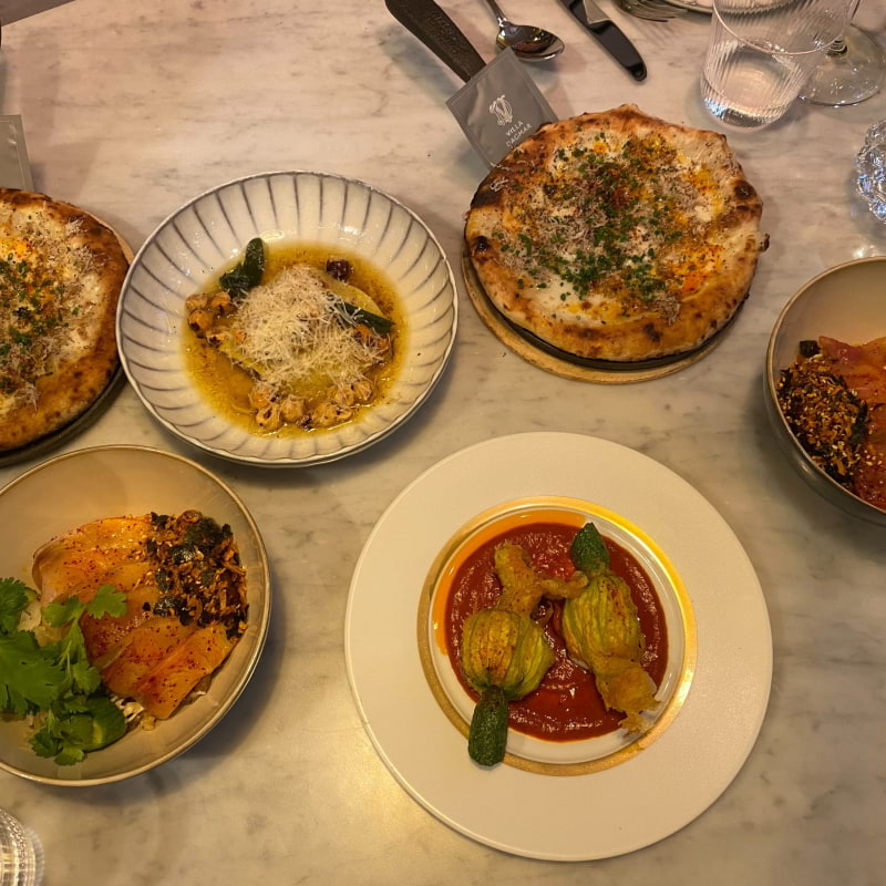 Cauliflowers, hamachi, biancho pizza mm – Bild från Restaurang Villa Dagmar av Adam L.