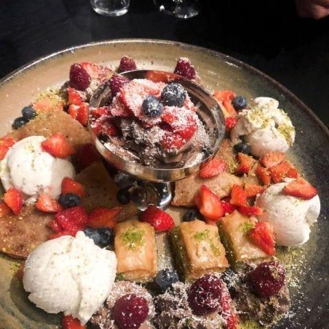 Fat med nästan alla desserter från menyn. Katajef & Boza var magisk! – Bild från Restaurang Underbar av Ida B.
