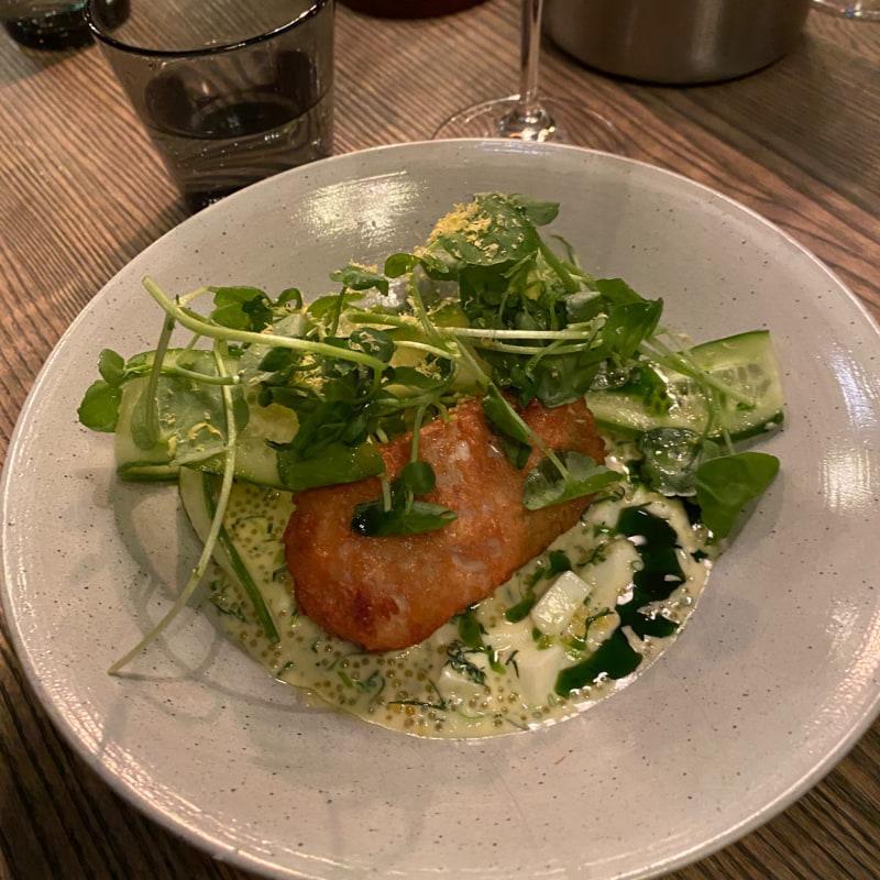 Gös med Sandefjordsås, sikrom, ägg och gurka – Bild från Restaurang Hantverket av Sofie L.
