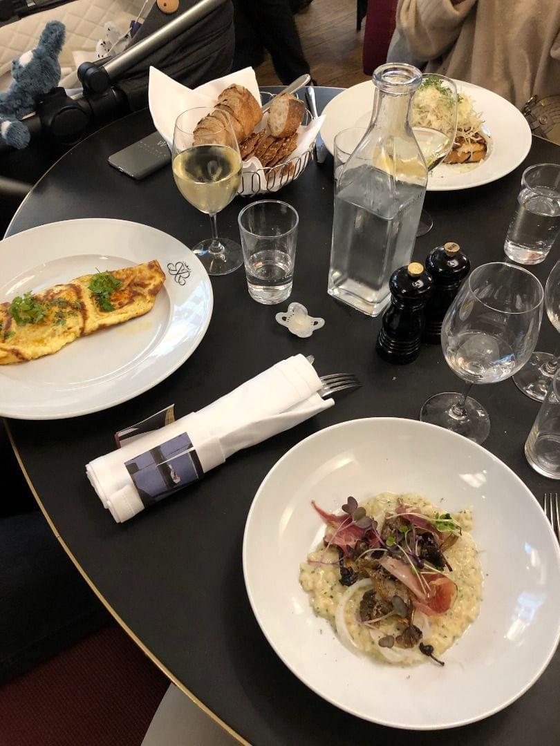 Risotto och omelette på brunchen – Bild från Riche av Adam L.