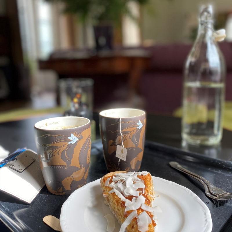Kokostosca kaka – Bild från Rosersbergs Slottshotell av Madiha S.