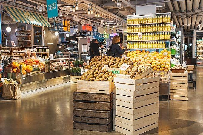 Matbutik och saluhall Urban Deli Sveavägen