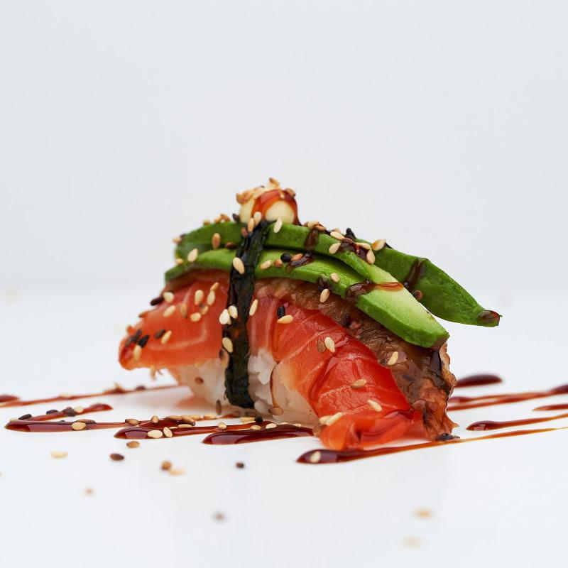 Lyxnigiri med lax, ål och avokado – Bild från Saya Sushi Hötorget av Saya S.