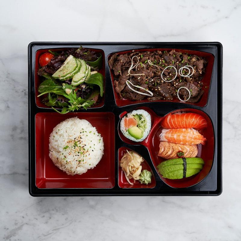 Yakiniku med valfri sushi – Bild från Saya Sushi Hötorget av Saya S.