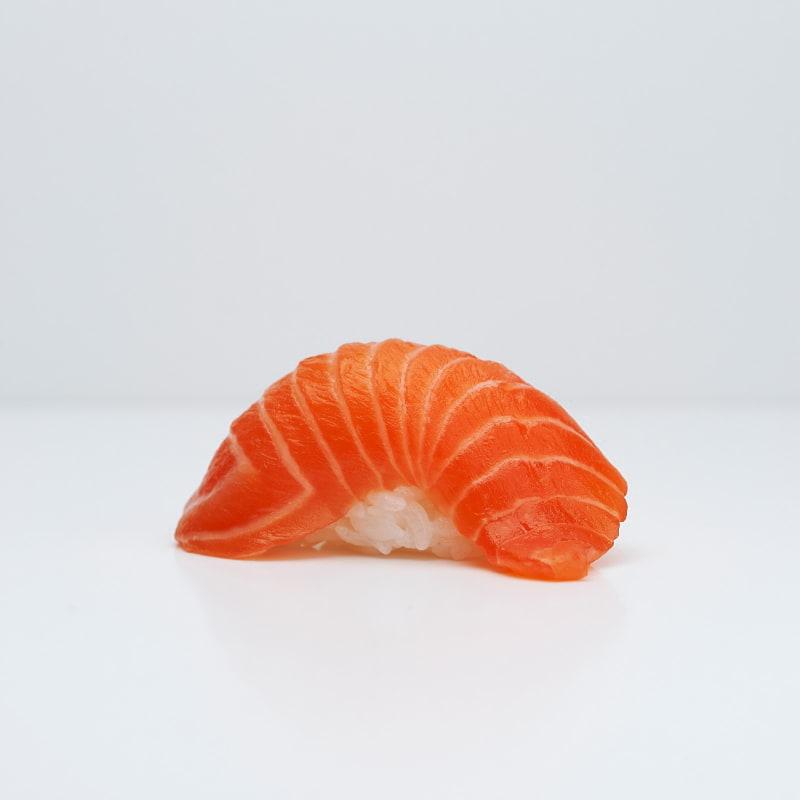 Nigiri med lax – Bild från Saya Sushi Hötorget av Saya S.