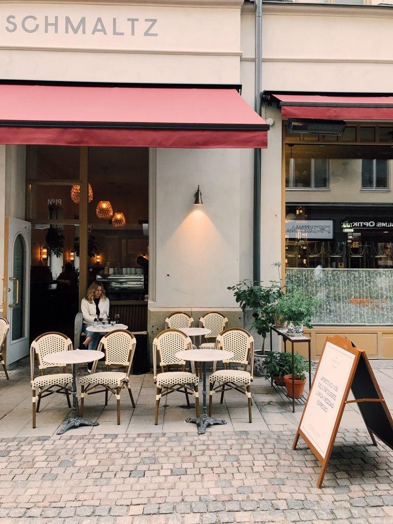 Nybrogatan – Bild från Schmaltz Bar & Delicatessen av Linn W.