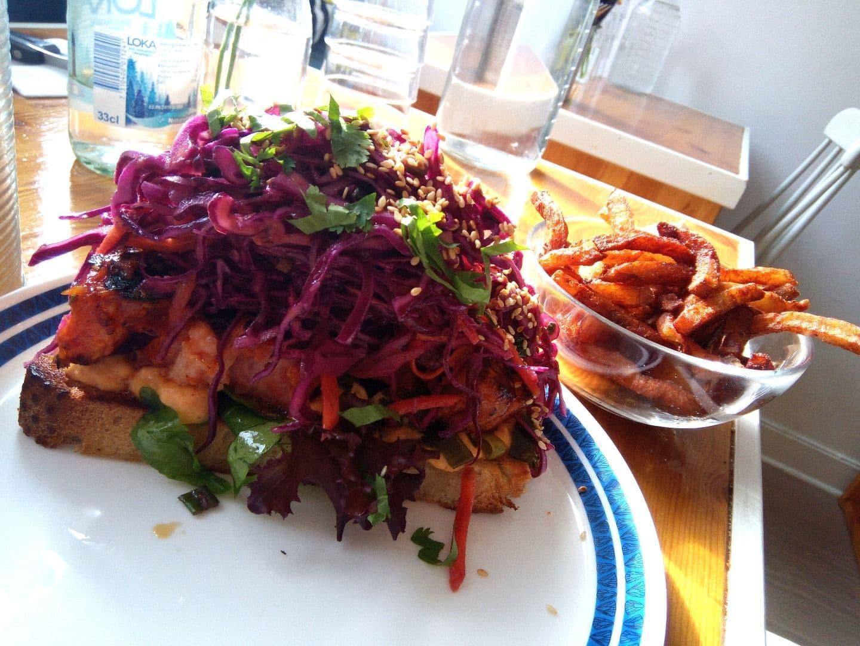 Glazestekta Revben-kimchi-koriander-etc – Bild från Scandwich av Katarina D.