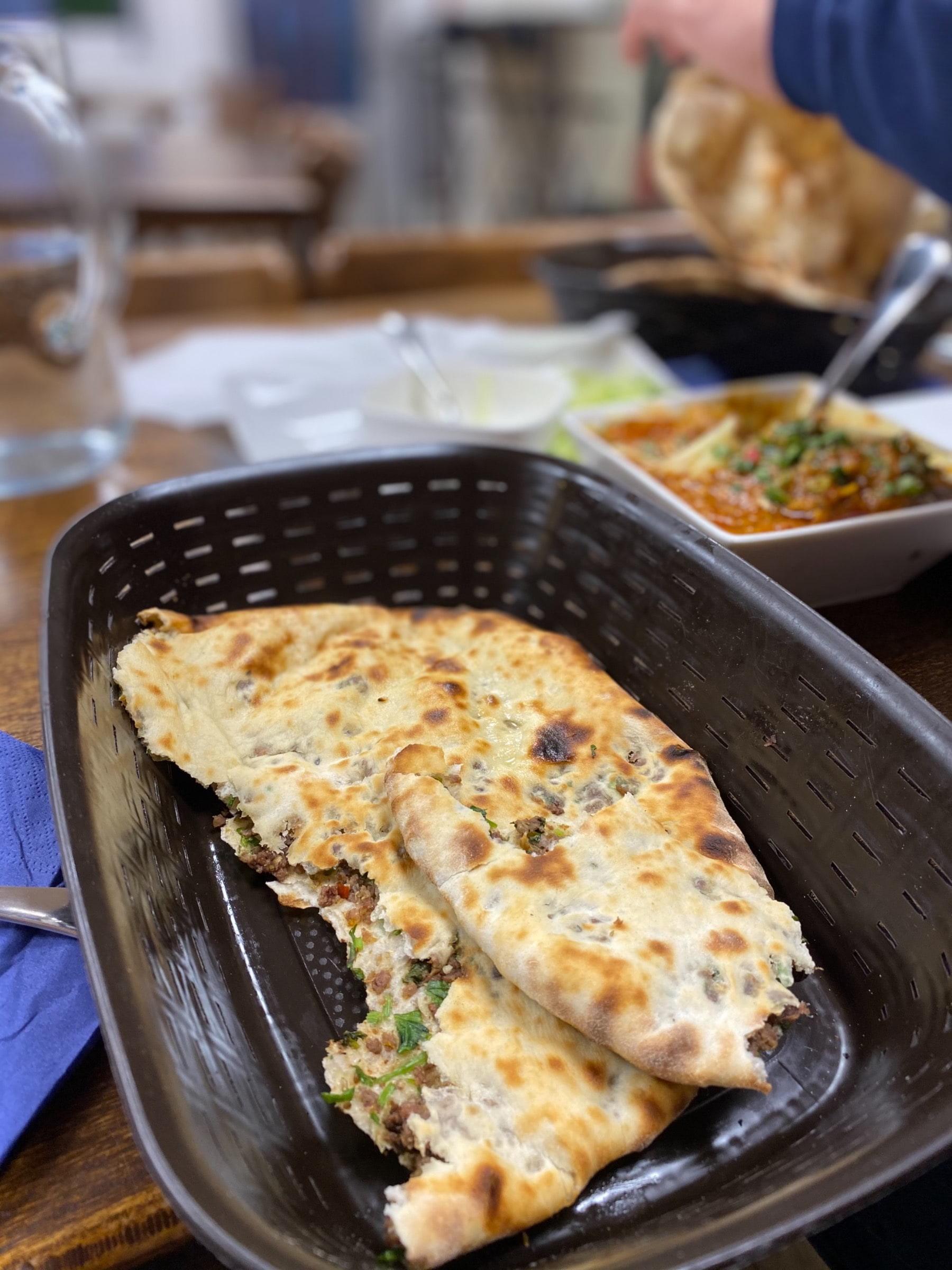 Köttfärs inbakad naan bröd – Bild från Spice Villa av Madiha S.