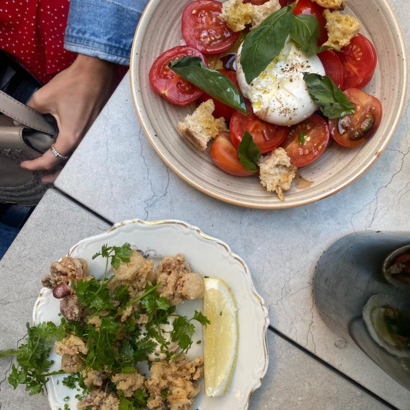 Burrata och babysquids – Bild från Styrelsen Bar & Bistro av Adam L.