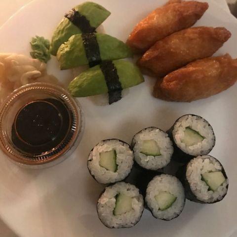 vegetarisk blandad – Bild från Sushi bar Nikko av Jessica K.