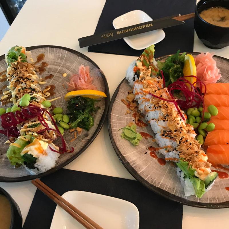 Spicy tuna rolls, lax sushi och California rolls – Bild från Sushishopen Östermalm av Anna E.