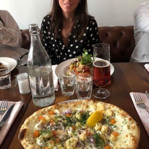 Löjromspizzan som dyker upp på menyn på somrarna. – Photo from Taverna Averna by Charlotte A.