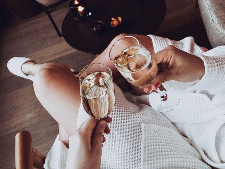 Champagne i loungen – Bild från The Nest av Linn W.