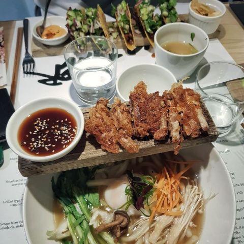 Udonnudlar med friterad anka – Bild från Tokyo Diner av Christine H.