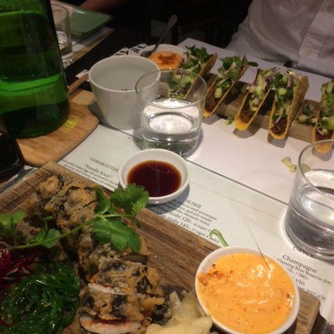 Spicy tuna och pulled pork-tacos – Bild från Tokyo Diner av Kristoffer R.