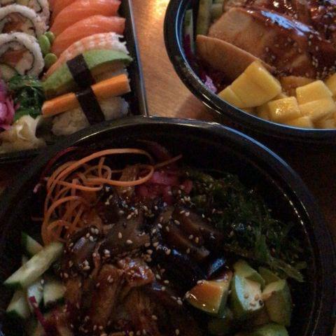 PokéBowl + Sushi – Bild från Tsuyo Sushi av Jessica K.