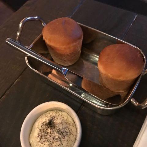Nybakt bröd – Bild från Un Poco Bar av Malin S.