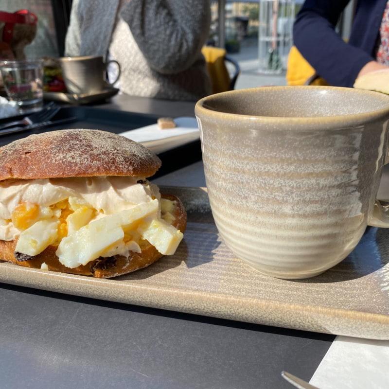 Ägg kaviar macka med russin bröd – Bild från Vallentuna Stenugnsbageri av Madiha S.