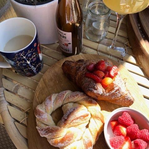 Bröd från Valhallabageriet, serverat hemma :) – Bild från Valhallabageriet Valhallavägen av Adam L.