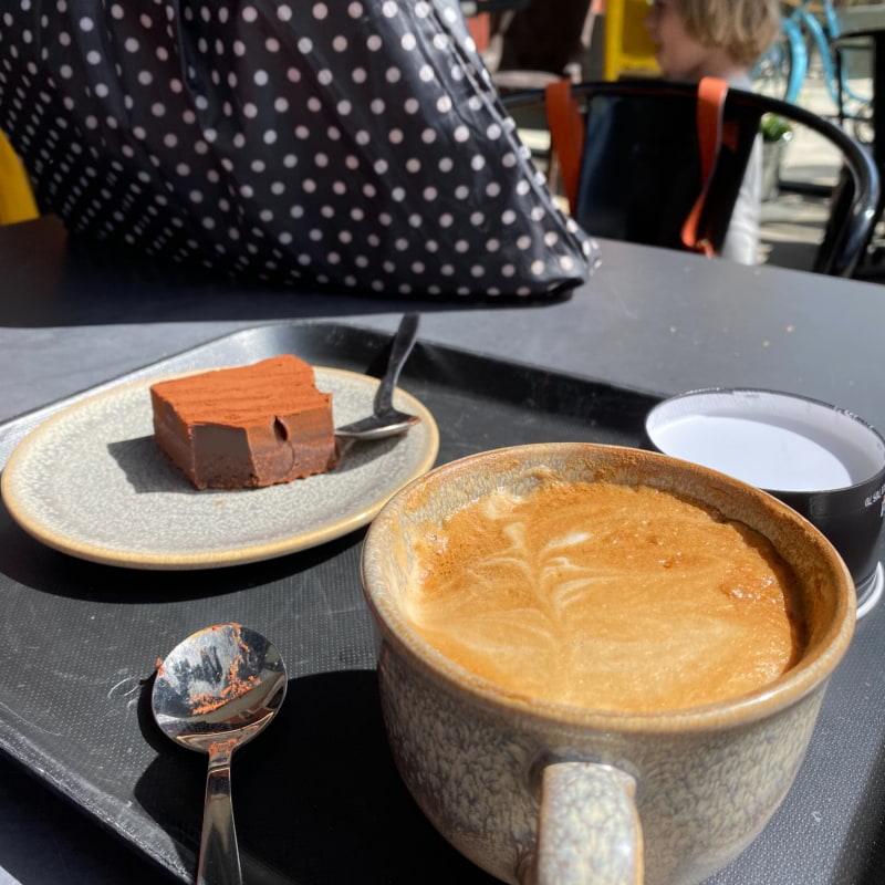 Brownie med mörk choklad & cappuccino – Bild från Vallentuna Stenugnsbageri av Madiha S.