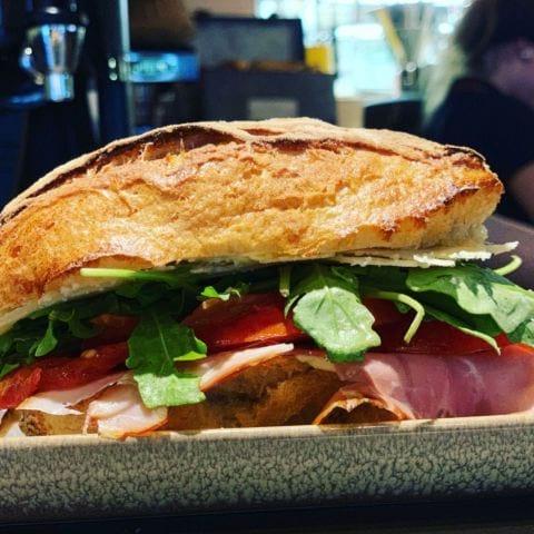 Frukostsmörgås – Bild från Vallentuna Stenugnsbageri av Therese J.