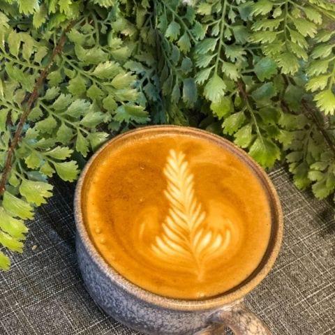 Cappuccino gjord på La Bomba bönor – Bild från Vallentuna Stenugnsbageri av Therese J.
