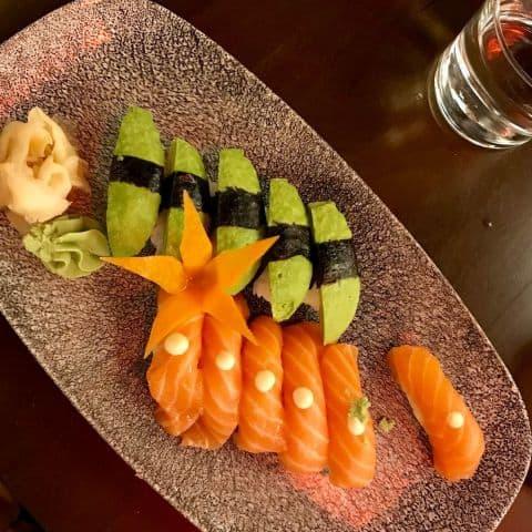 Nigiri med lax och avokado – Bild från Wäng Izakaya av Robin N.