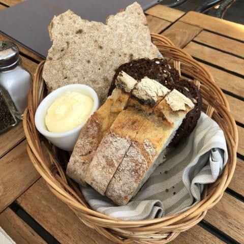 Bröd och smör – Bild från Wärdshuset Ulla Winbladh av Sophie E.
