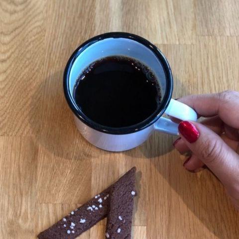 Kaffe och kaka ingår – Bild från Wine Mechanics av Agnes L.