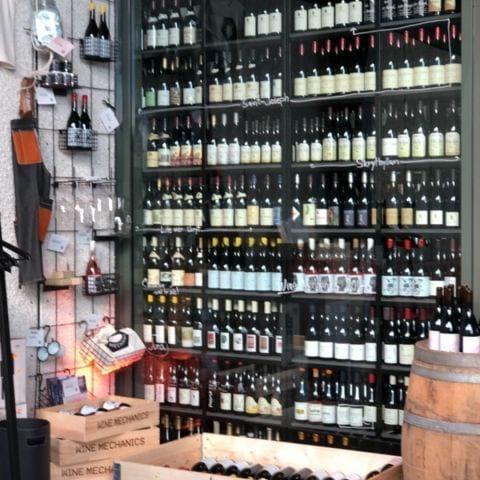 En del av vinlagret – Bild från Wine Mechanics av Agnes L.